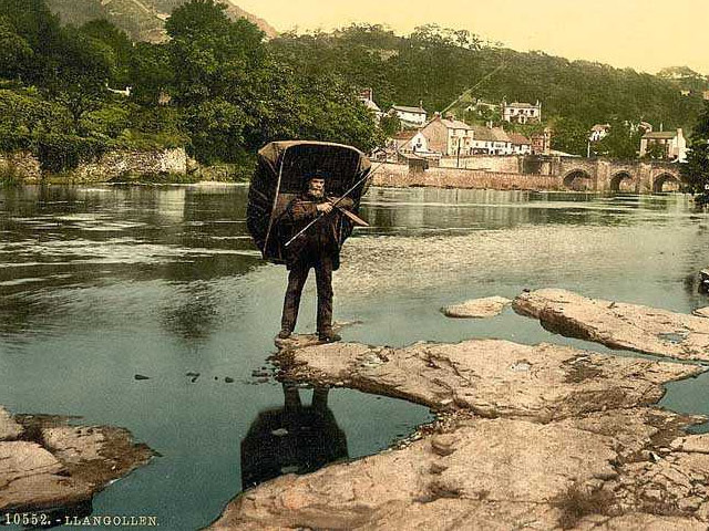 © Rivers Access for All - Coracle Fisherman, Llangollen (1900's)